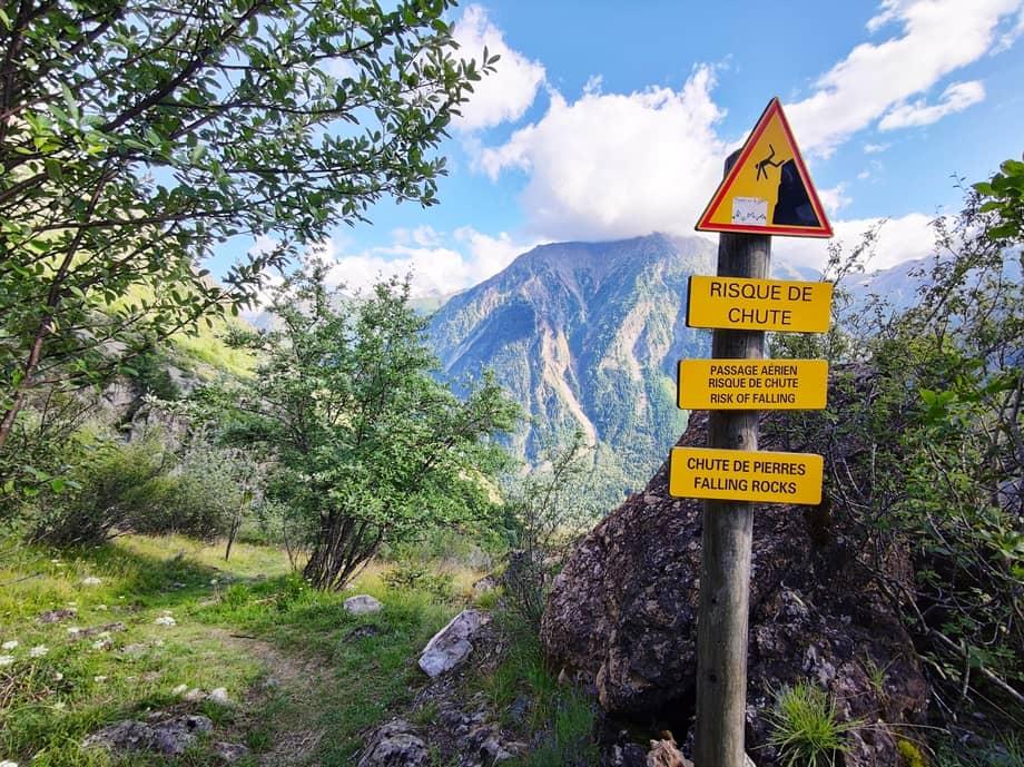 """Panneau """"Risque de chute"""" sur le GR54"""
